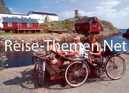 Radfahrer am Fjord