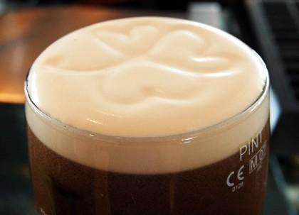 Guinness mit Shamrock