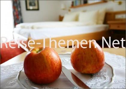hotelzimmer-copyright-karsten-thilo-raab_470