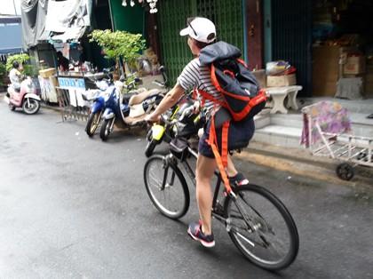 Radfahrerin in Bangkok