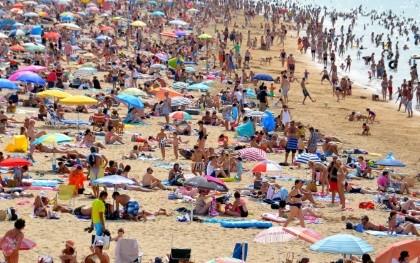 Überfüllter-Strand-kl